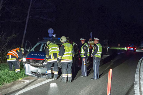 Beschädigtes Auto des Fahrerflüchtigen