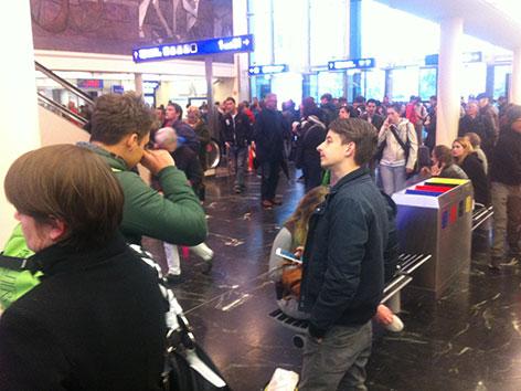 Menschenmassen am Bahnhof