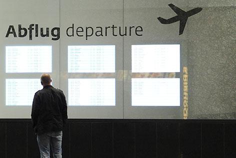 Themenbild Flughafen Abflüge Anzeigentafel