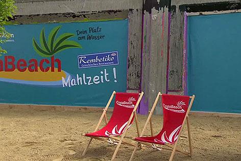 Liegestühle am Copa Beach an der Copa Cagrana