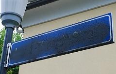 Schilder der Josef-Thorak-Straße beschmiert