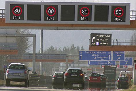 """Tempo 80 Beschränkung (""""Luftachtziger"""") auf der Westautobahn (A1) bei Salzburg"""
