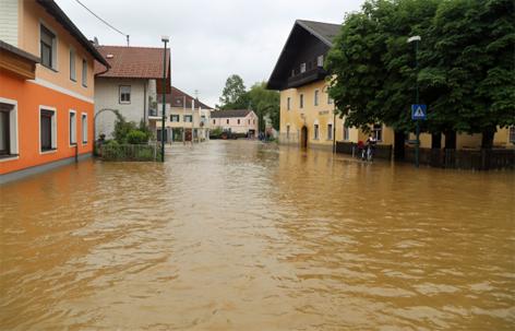 Überflutungen Weng