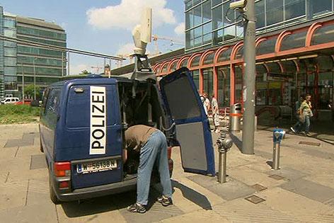 Wagen mit Polizeischrift am Praterstern