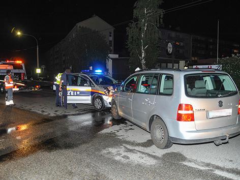 Mit Polizeibeamten zusammengestoГџen