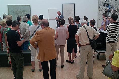 Karlheinz Essl führt durch sein Museum in Klosterneuburg