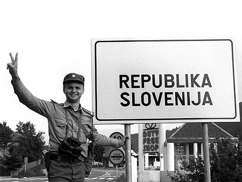 Slowenischer Soldat am Grenzübergang Lavamünd