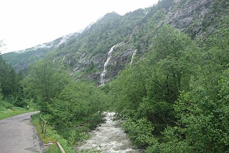 Wasserfälle auf dem Weg zu den Astenalmen