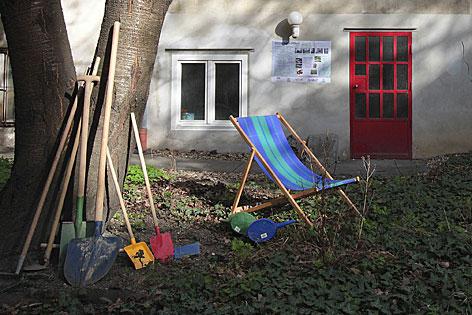 Liegestuhl in Innenhof