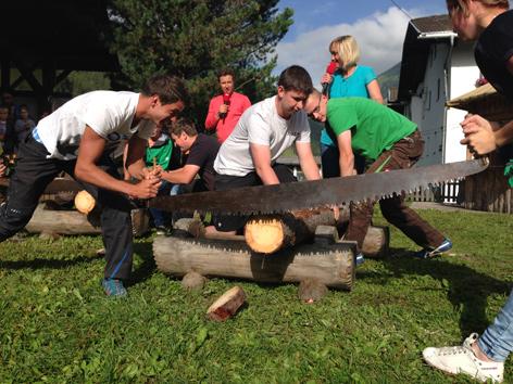 Holzschneiden mit Säge