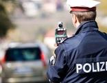 Polizei Radarkontrolle Geschwindigkeitsmessungen  Laserpistole Radarpistole