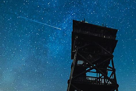 Sternschnuppe beim Aussichtsturm in Oberleis, Niederösterreich