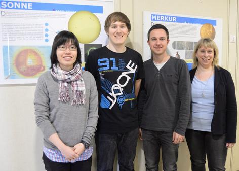 Konstanze Zwintz und drei Studenten