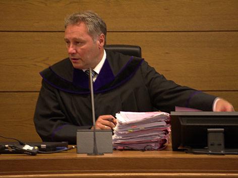 Gerichtssaal Angeklagter Ex-Lebensgefährte