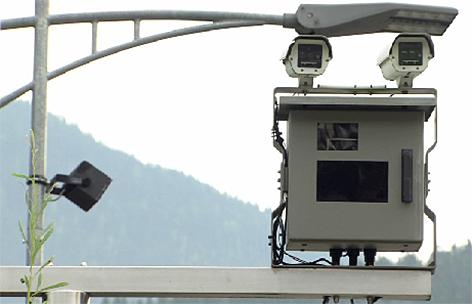 Rotlicht Kamera bei Bahnübergang Pfarrwerfen