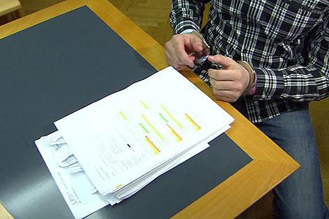 Angeklagter in Prozess um Vergewaltigung in Altersheim