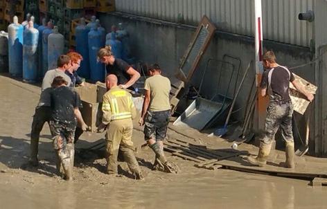 Aufräumarbeiten nach Katastrophe