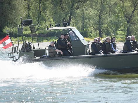 Sturm- und Flachwasserboot
