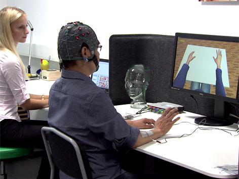 Therapie für Schlaganfall-Patienten: Maschine liest Gedanken und ermöglicht Bewegung