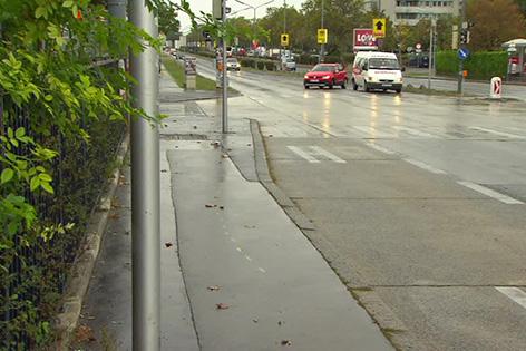 22-Jährige auf Wiener Gehweg angefahren: Verdacht des Mordversuchs