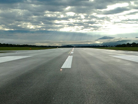 Landebahn neu Klagenfurt Flughafen