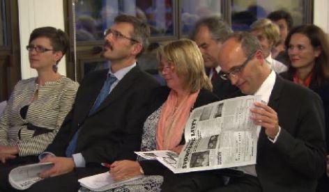 Vernisáž: vpravo velvyslanec Jan Sechter, vedle něj Hana Herdová