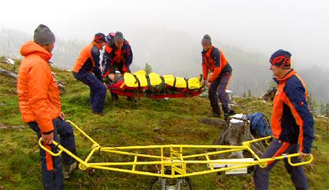 Rettungstrage mit Elektromotor Bergrettung Bergretter