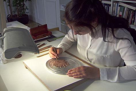 Graveurin Kathrin Kuntner