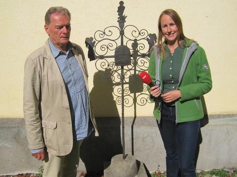 Grabkreuz in Windischgarsten mit Jörg Strohmann und Sandra Galatz