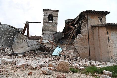 Kirche vor Visso - Erdbeben Italien
