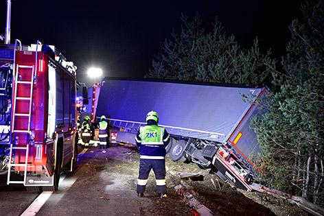 Unfall A2 Südrast Lkw Bäume