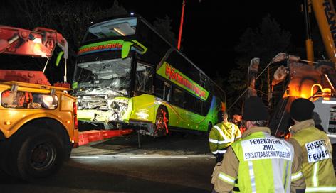 Bus wird geborgen