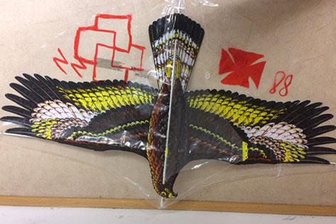 Flugdrache in Form eines Adlers mit NS Symbolen