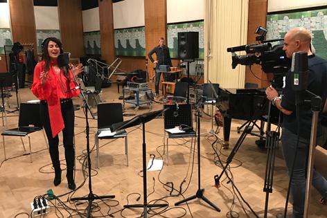 Monika Ballwein bei der Studioaufnahme
