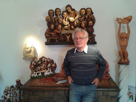 Robert Himmelbauer mit Krippen