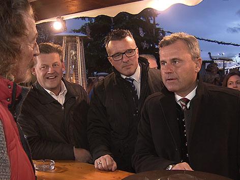 Norbert Hofer auf Wahlkampftour im Gespräch am Christkindlmarkt