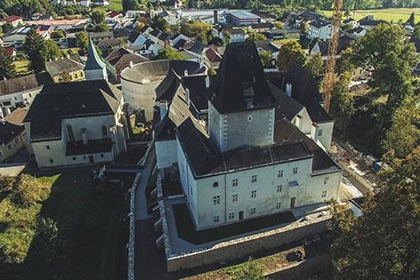 Schloss Pöggstall außen mit Drohne