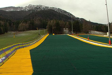 Skifahren auf Kunststoffmatte in Puchberg