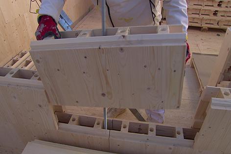 Hausbau Mit Nummerierten Holzziegeln Noe Orf At