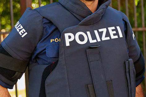 innovative design a7fbf 75a52 Neue Schutzwesten für die Polizei - salzburg.ORF.at