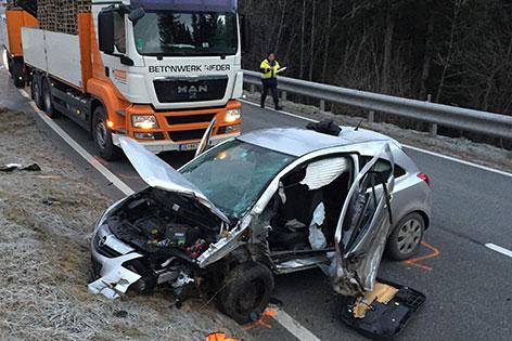 Unfallstelle auf der B95 mit Autowrack