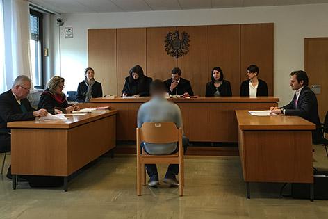 ankstelle Raub Prozess Urteil sechs Jahre Klappmesser Klagenfurt