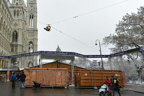 Müllcontainer auf Rathausplatz