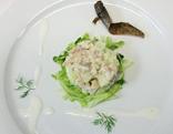 Suti kocht Tartar vom geräucherten Forellenfilet