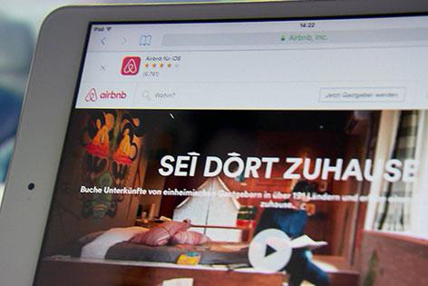 iPad mit Airbnb Webseite