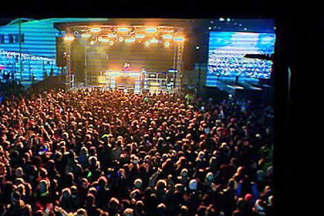 Menschenmenge am Marktplatz an Silvester
