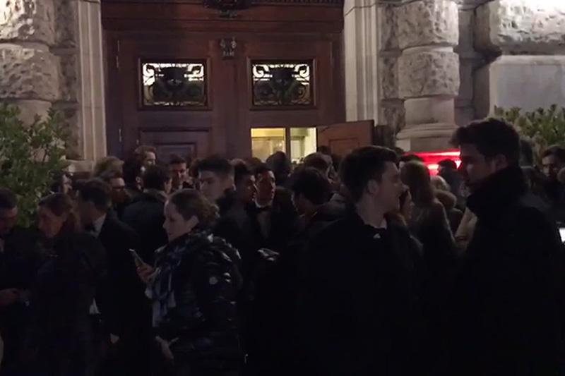 Gäste vor Hofburg