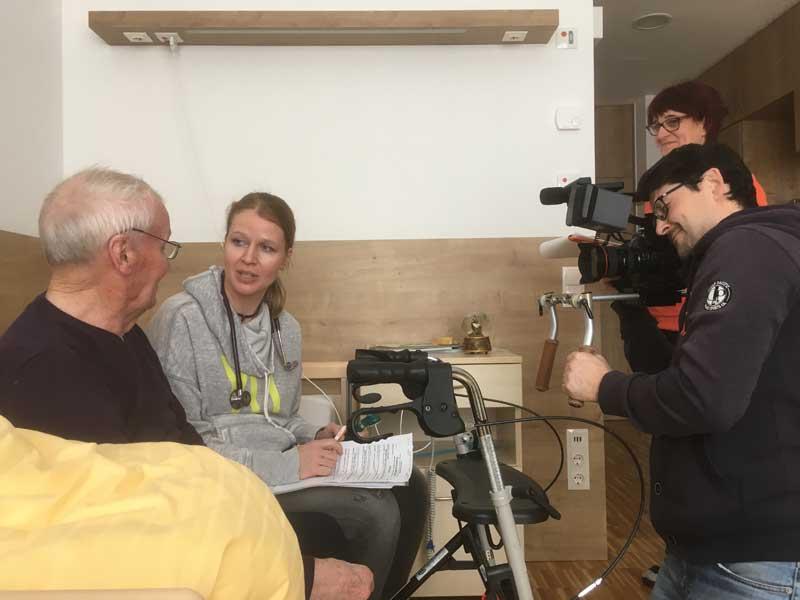 Landärztin Dr. Silke Kranz aus Bad Zell auf Visite im Haus für Senioren.