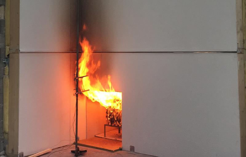 Fassadenelement im Brandversuch