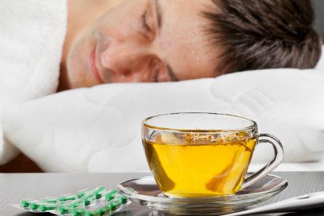 Mann krank im Bett